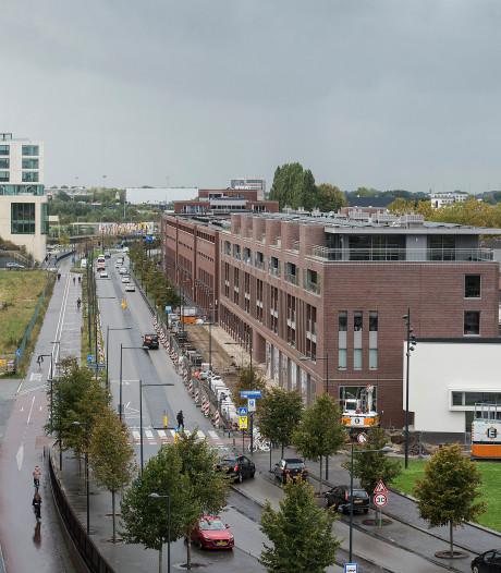 Politie slingert verkeersovertreders op Stationslaan en Baliendijk in Breda op de bon