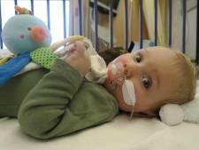 Goed nieuws! Zieke baby Jayme (1) kan worden behandeld in Hongarije