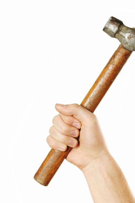 Man uit Zonnemaire door het lint en dreigt met hamer