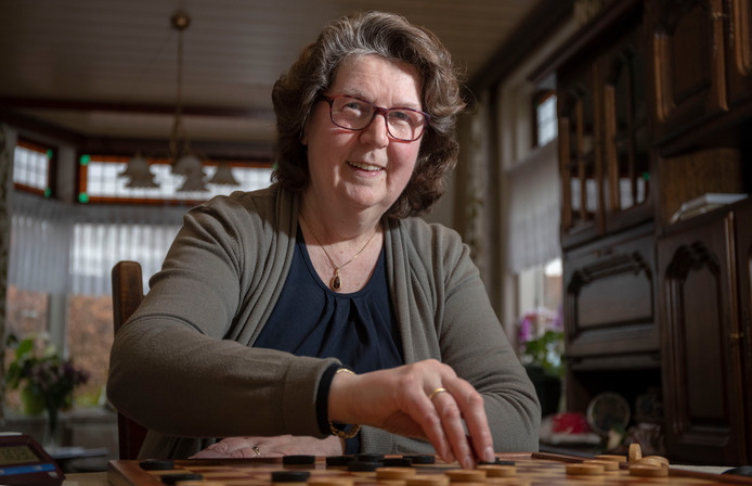 Annemieke Stunnenberg terug van weggeweest op NK dammen.