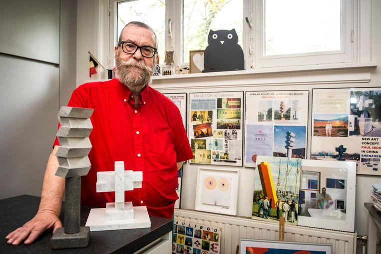 Paul Ibou zet ongeveer tweehonderd kunstwerken te koop.