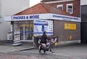 De belwinkel van Kees van Sante in Sluis.