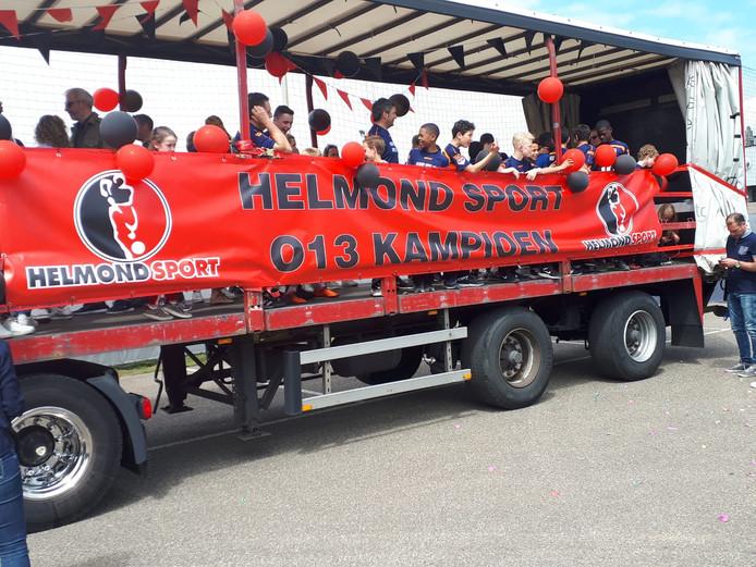 Helmond Sport O13 op de platte kar