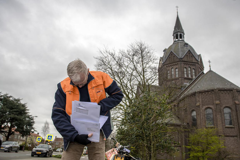 Oud-journalist Bart Jungmann doet zijn ronde in de anderhalvemetersamenelving.   Beeld Jaap van den Beukel