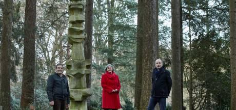 Waar moet dit Lochemse kunstwerk naartoe? 'Het staat nu doelloos op een begraafplaats'