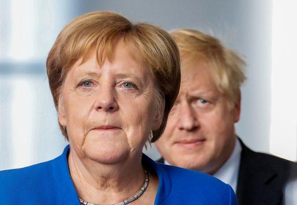 Het is aan de Britten om een oplossing te vinden voor de Ierse grenskwestie. Dat heeft de Duitse bondskanselier Angela Merkel haar Britse collega Boris Johnson vanavond nog eens duidelijk gemaakt.