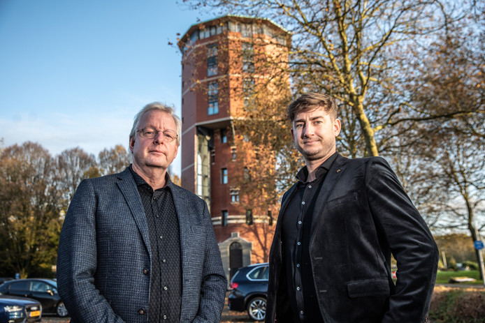 René Drost (l) en Martijn Wubbolts zoeken mensen die in een panel plaatsnemen waar bouwers kunnen aankloppen en dat dient als klankbord voor de provincie.
