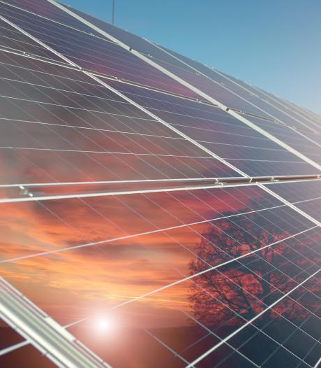 Someren vervangt 294 verwoeste zonnepanelen op sporthal De Postel