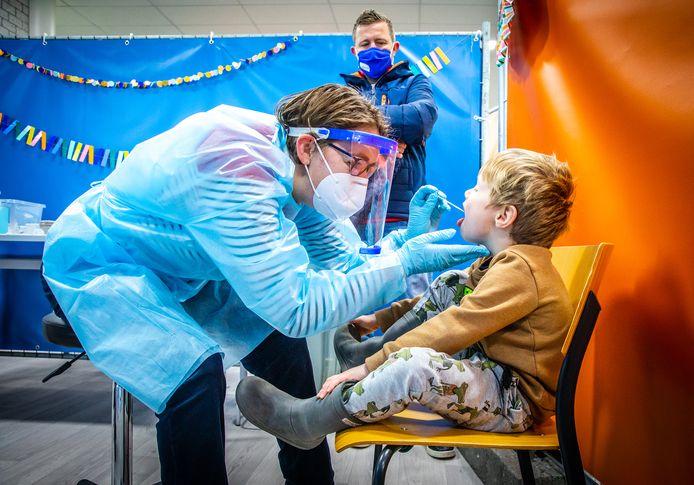 Het RIVM heeft afgelopen week 964 nieuwe besmettingen met het coronavirus vastgesteld in de Drechtsteden en Molenlanden.