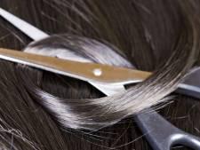 Bezorgde vader knipte heuplange haren van dochter van 17 af