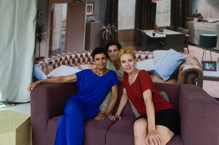 """Katrien De Ruysscher met 'Thuis'-collega's Monika Van Lierde en Muriel Bats. """"Ik wil alleen nog dingen doen die me energie geven."""""""