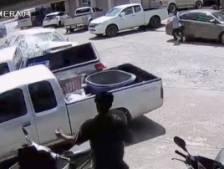 Un conducteur perd le contrôle de son véhicule sur un parking