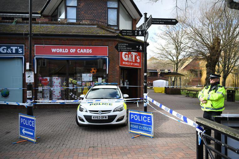 De politie in het Zuid-Engelse Salisbury heeft de plaats van het incident afgezet.  Beeld EPA