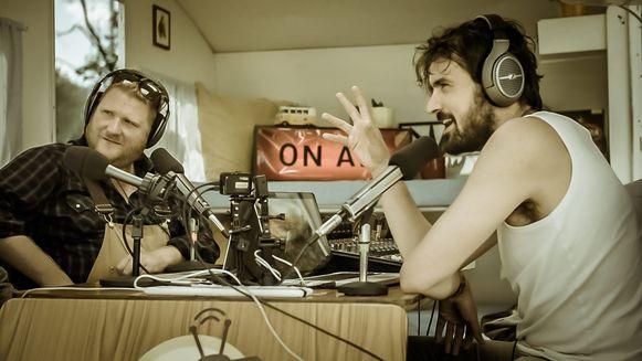Dominique Van Malder en Joris Hessels in Radio Gaga.