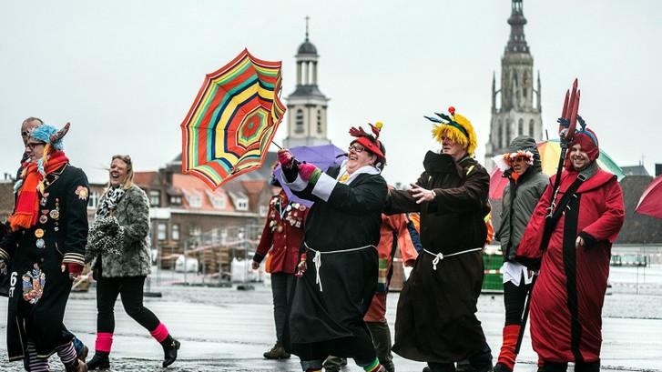 Carnavalsvierders lopen de polonaise het liefst op de Grote Markt in Breda