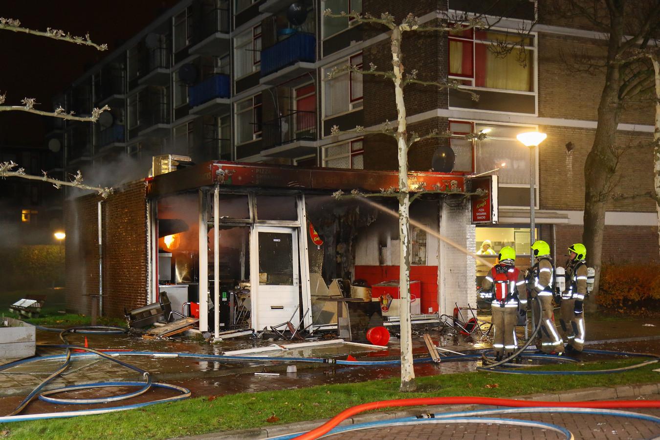 Wat de toedracht is van de explosie in een snackbar in Schiedam blijft onduidelijk.