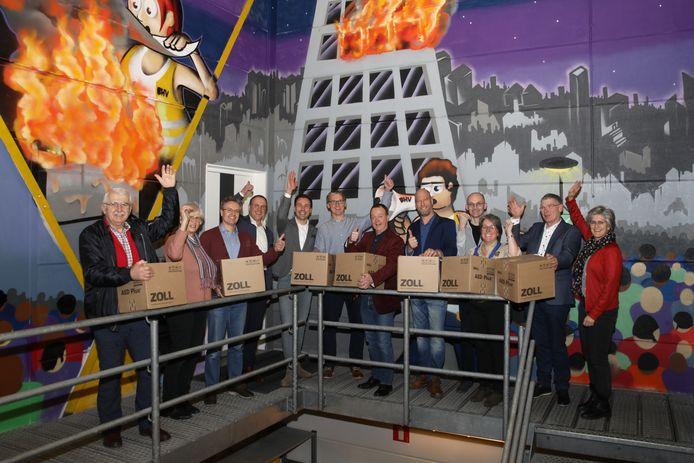 De winnaars van de AED-actie van het jubilerende Oldenzaalse bedrijf Velco Brandveiligheid.