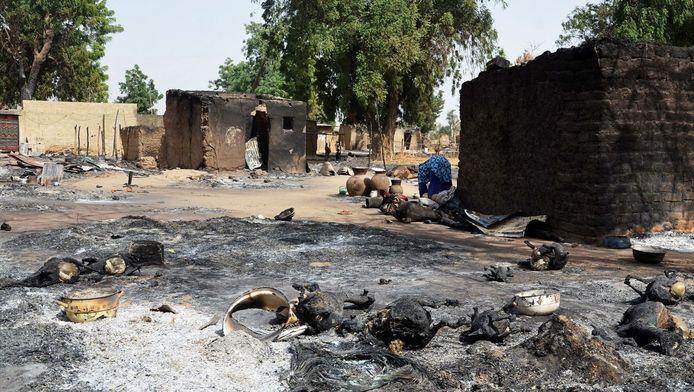 Een dorp dat door Boko Haram verbrand werd, archiefbeeld
