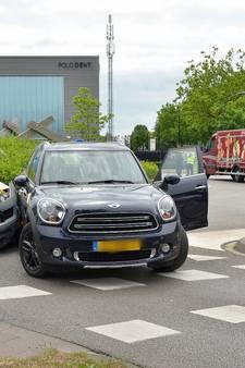 Vrouw gewond na botsing op rotonde Oisterwijk