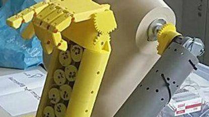 Leerlingen maken robotarm die gebarentaal toont