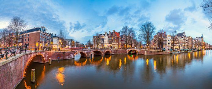 De grachten in Amsterdam bevatten schoner water dan ooit.