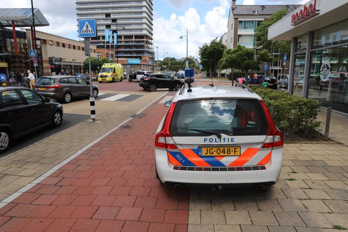 Een voetganger is vanmiddag ernstig gewond geraakt bij een aanrijding met een auto op de Steenvoordelaan in Rijswijk.