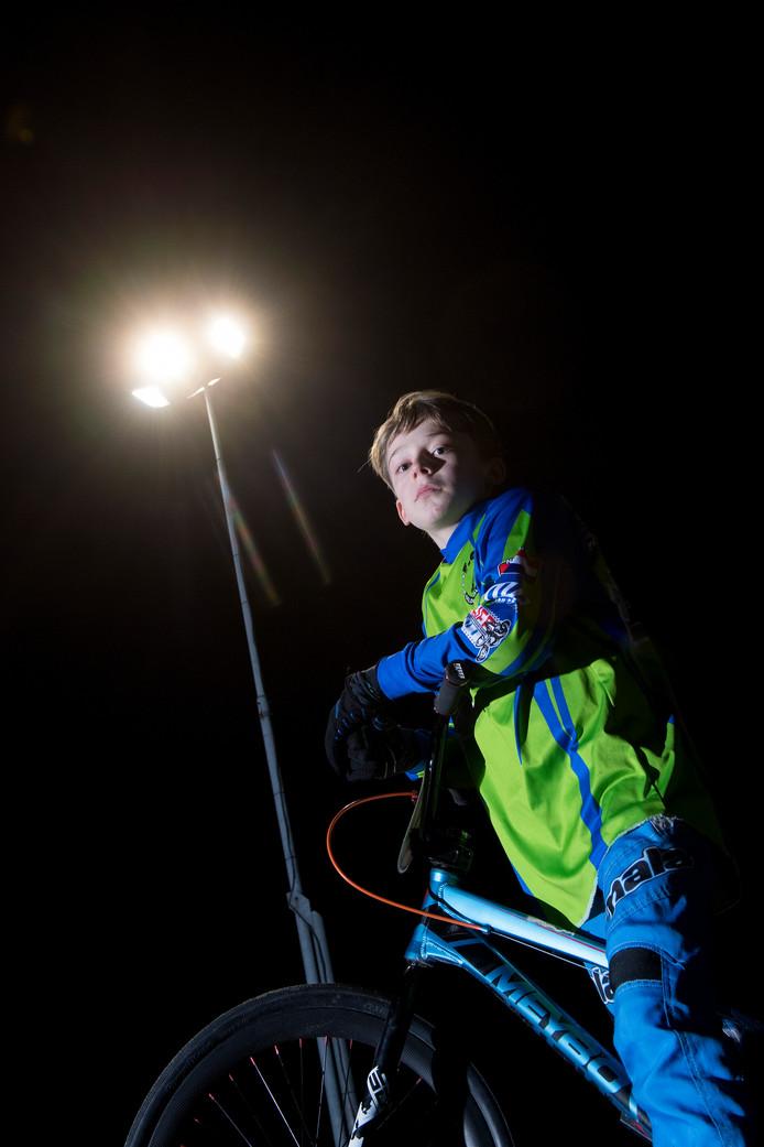 Fietscrosser Job Stijlaart - Engelberts (11) uit Geldermalsen wacht al maanden vergeefs op de door zijn oma bij de BMX-shop Apeldoorn bestelde valhelm.