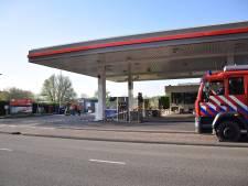 Man blust eigen auto bij tankstation Vianen