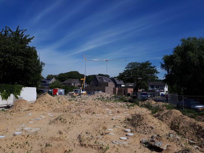 In het voorjaar zou er al gebouwd moeten worden, maar er gebeurt nog steeds weinig langs het Postlaantje in Ermelo