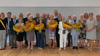 Gemeentebestuur zet huwelijksjubilarissen  in de bloemen