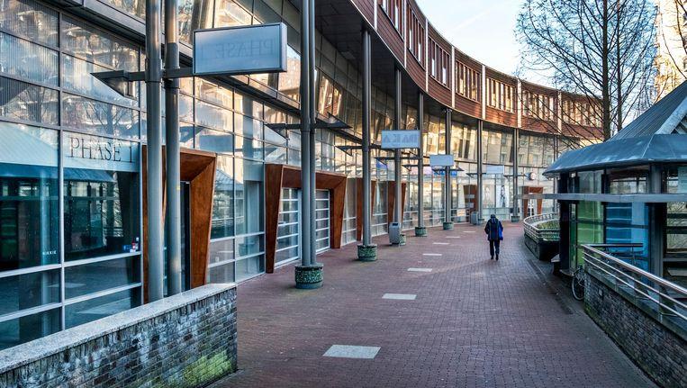 Leegstaande winkels op de Warande, in Zoetermeer. Beeld Raymond Rutting