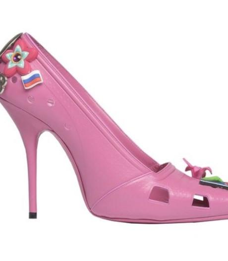 Modehuis Balenciaga komt met naaldhakversie Crocs-sandalen