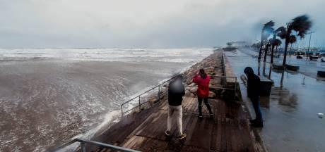 Nederlands gezin meegesleurd door golf tijdens maken van stormfoto's Spanje