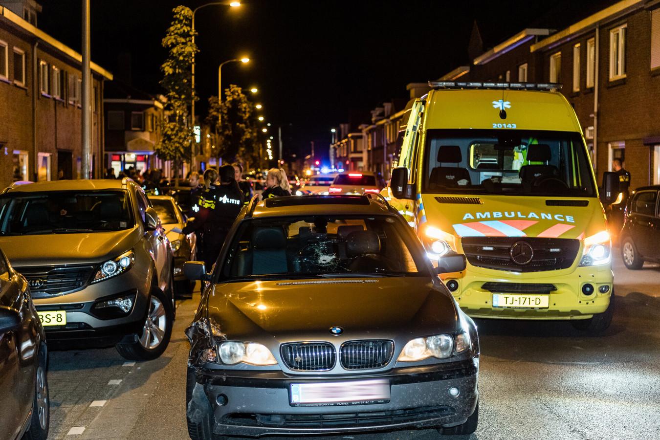 Schietpartij op Broekhovenseweg in Tilburg. Autoruit van BMW beschoten.