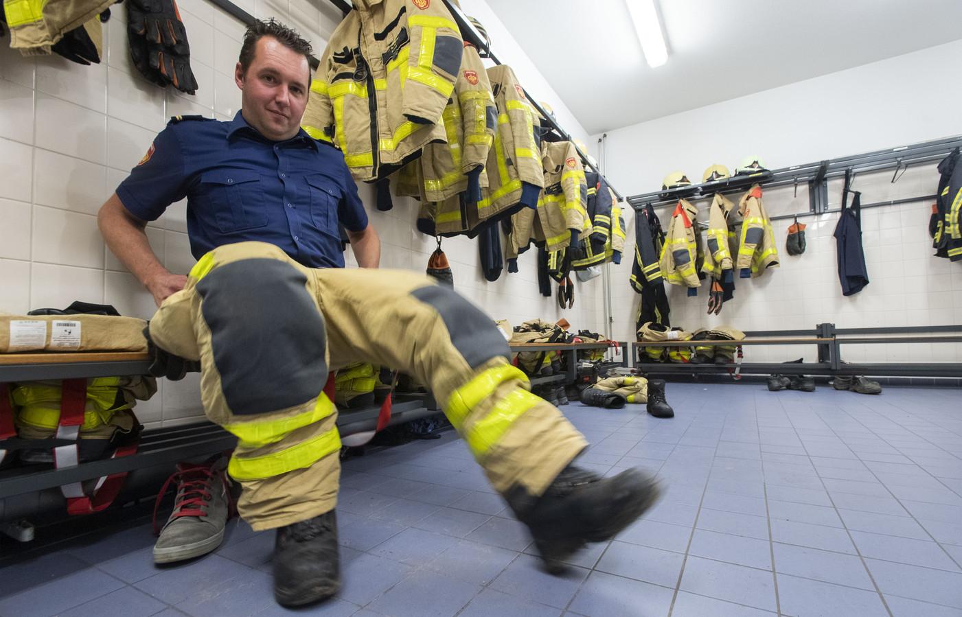 Wie de broek past trekke hem aan; postcommancant Harold van der Neut van de Needse brandweer.