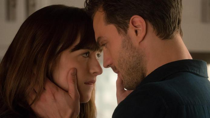 Het draait in de tweede Fifty Shades vooral om de opbloeiende liefde tussen Anastasia - Dakota Johnson - en Christian - Jamie Dornan -