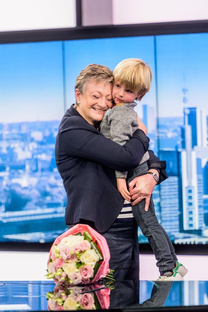 Martine Tanghe werd verrast door haar kleinzoon en knuffelcontact Max.