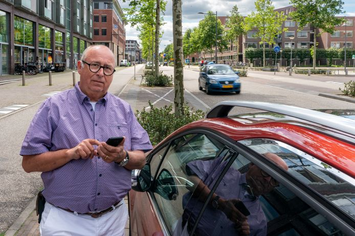 Fons Brenninkmeijer heeft kritiek op de digitale parkeerregeling van de gemeente Den Bosch.