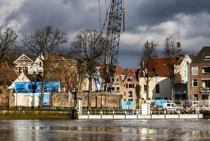 De bouwplaats van theater de Viking, gezien vanaf de IJssel. Foto (detail) Ronald Hissink