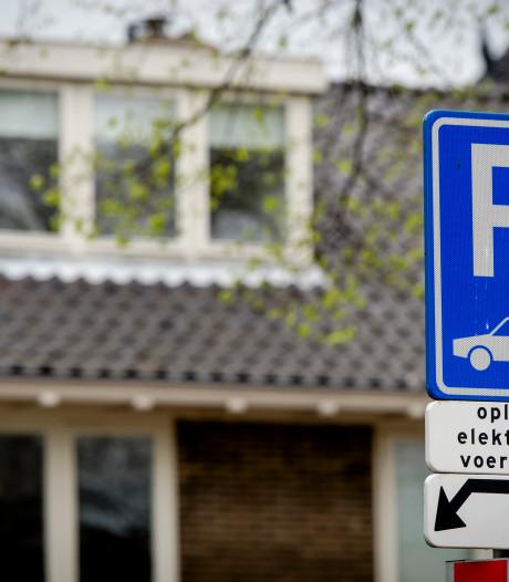 Elektrische auto opladen? Vergeet het maar: schrikbarend tekort aan laadpalen in Oost-Nederland