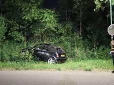 Auto uit de bocht in Breukelen: twee gewonden