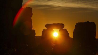 Bijna 10.000 Britten vieren langste dag van het jaar bij Stonehenge