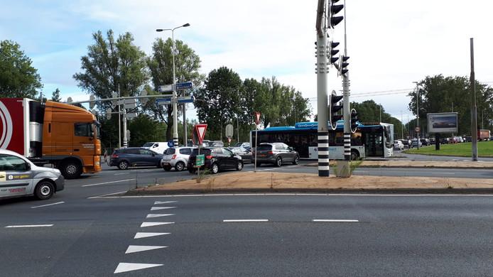 Door afsluiting van de Pleijroute loopt het Nijmeegseplein bij Arnhem soms vol, wat verkeer op andere wegen ook vastzet.
