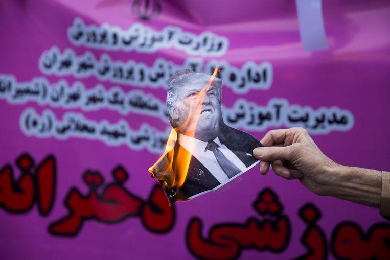 Iraniërs de straat op om hun onverzettelijkheid te tonen