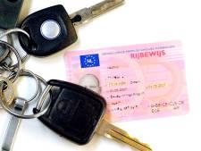 Bestuurders zonder rijbewijs door politie in Almelo bekeurd