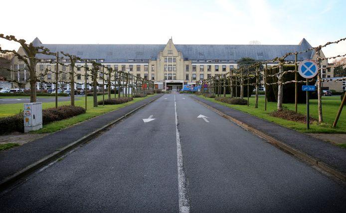 Het voormalig ziekenhuis AZ Alma in Sijsele. Hier zullen de inwoners van Eeklo, Maldegem en Sint-Laureins hun coronavaccin krijgen.