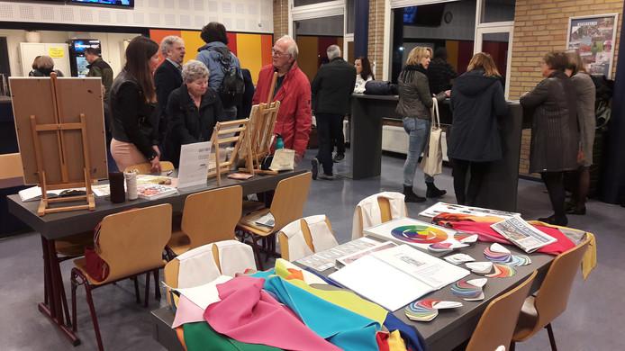 Presentatie van cursussen door VU De Langstraat bij het Van Haestrechtcollege in Kaatsheuvel.