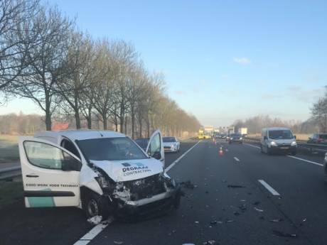 File op A12 richting Duitsland door ongeval tussen bedrijfsauto's neemt af, weg weer vrij