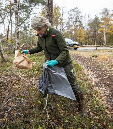 Twentse boswachters zijn boos: 'Vieze poepluiers liggen onder de jeneverbes'
