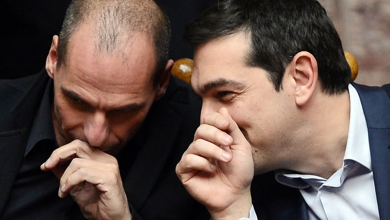 De Griekse premier Alexis Tsipras (R) en zijn minister van Financiën Yanis Varoufakis. Beeld afp